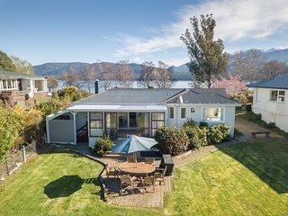Lakeside House - Te Anau Holiday Home