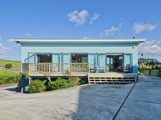 The Blue Cottage with WiFi- Waipu Holiday Home, Abel Tasman National Park