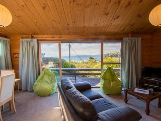 Beach House on the Ridge - Kaiteriteri Holiday Home