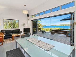 Laze by the Lake - Lakefront Rotoiti Holiday Home