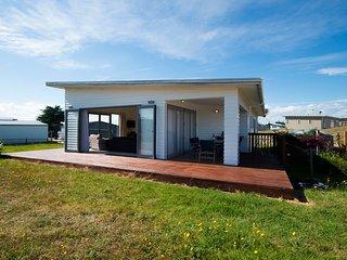 Cleggs Bach - Tokerau Beach Holiday Home