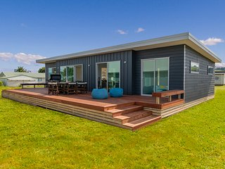 Starboard Retreat - Cooks Beach Holiday Home