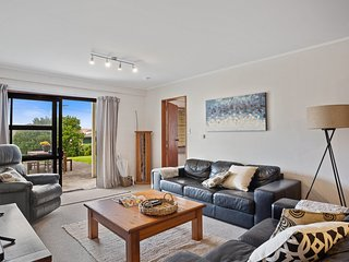 The Sea Shaw - Waihi Beach Downstairs Unit