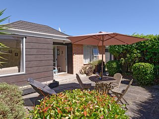 Westmont Cottage - Christchurch Holiday Home