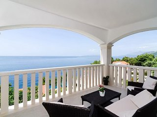 Bella Vista - Two Bedroom Apartment with Sea View