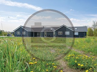Awesome home in Grenaa w/ Indoor swimming pool, Sauna and 8 Bedrooms