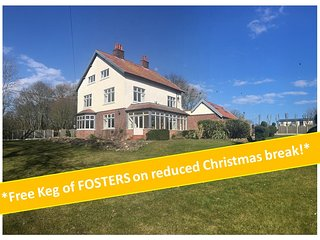 Bourne End House  *XMAS SPECIAL OFFER!*  Sleeps 16 with Hot Tub & Private Pub!