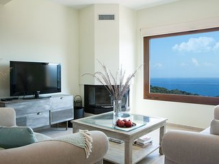 Family Vacation home with Views in Heart of Mani!