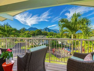 Well-Appointed Townhouse, with A/C, Mountain Views, Pool/Hot Tub!