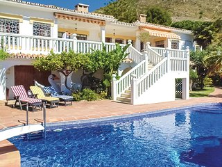 Awesome home in Arroyo de La Miel w/ Outdoor swimming pool, WiFi and 4 Bedrooms