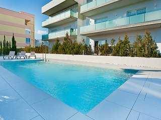 Modern & bright apartment Urxella with pool & walking distance to beach & centre