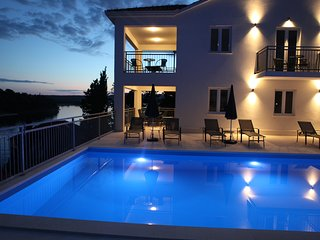 Holiday apartment with pool in Milna, Brac