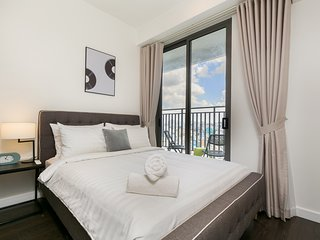 Urban 3BR Apartment 18th Floor, Rooftop Garden Free Gym & Pool - TRESOR TOWER