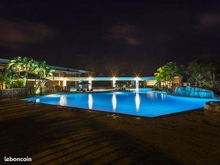 Superbe studio piscine plage wifi