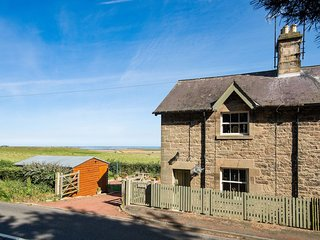 April Cottage, nr Bamburgh, with stunning Holy Island Views and DOG FREINDLY!