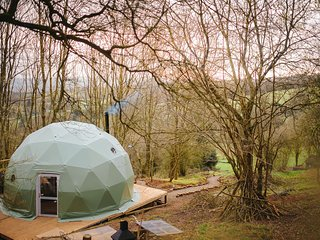The Tree Dome - Luxurious Glamping Retreat