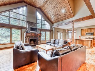 Large chalet w/ a furnished deck & fireplaces - near skiing!