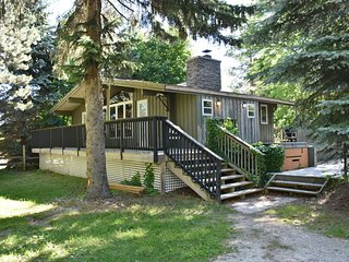 Dog-friendly chalet w/ a private pool, hot tub, & dry sauna - near lake & skiing