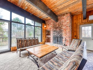 Large ski chalet w/ a full kitchen, furnished deck, Ping-Pong, & a dry sauna