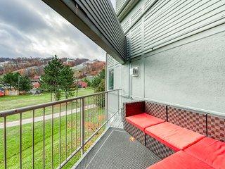 Family-friendly condo w/ furnished balcony & views