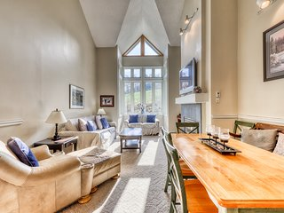 Dog-friendly condo w/ free resort shuttle - close to all attractions