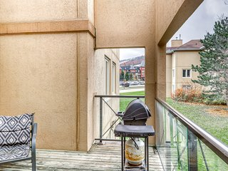 Centrally located condo w/ fireplace - Village & lifts across the street!