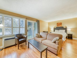 Walk to lifts! Updated studio w/ fireplace & shared pool, hot tub & tennis!