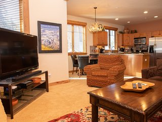 Luxury Townhome in Secluded Settlers Creek - Private Garage!