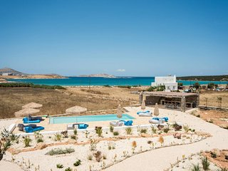 White Sands Love  · Funky holiday home with pool, next to the beach