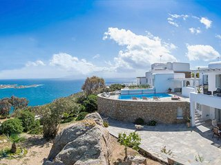 Gorgeous villa superb views of Nammos,Psarou beach