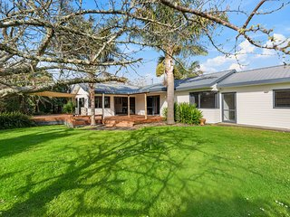 Beach Breeze Oasis - Waihi Beach Holiday Home
