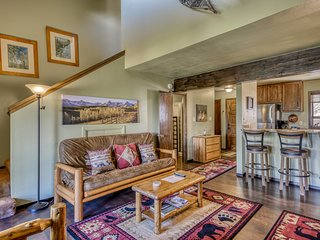Ski-in/out condo w/ski and mountain views, two balconies - close to the slopes!