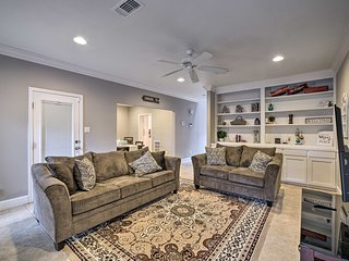 NEW! Pet-Friendly Townhome w/ Yard, 1.5 Mi to A&M!