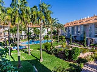 Duplex Deluxe Golden Gardens, 3 Terrazas, AC, Piscina, a solo 600m de la Playa!