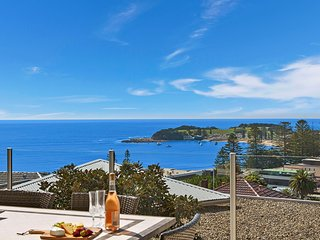 Beachouse Five Terrigal - Contemporary Home with Amazing Ocean Views