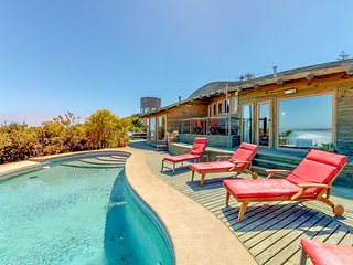 Marvelous secluded house w/pools, breathtaking bay and beach views from deck
