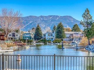 Beautiful home w/shared hot tub, pools, tennis, basket & ski views!