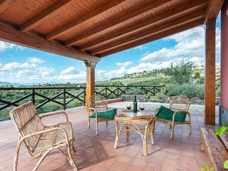 Quiet room with shared pool&BBQ and a lovely view!