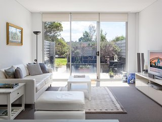 Spacious Modern Apartment In Sydney's North Shore