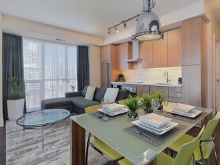 300 Front Street - 3 Bedroom/2 Bathroom Suite