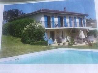 Beautiful modern 2 bed apartment with pool and garden in Aubeterre sur Dronne