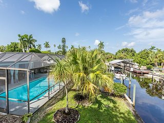 Contemporary 3BR/2BA Near Sanibel Island - On Canal w/Pool & Dock Access