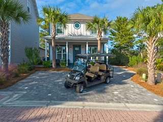 Beautifully updated Beach Home with Golf Cart & Paddle Boards! 1 min ride to Bea