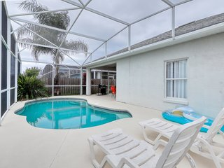 10 miles to Disney; private pool, quiet neighborhood! Snowbirds welcome!