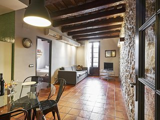 Cosy two bedroom flat minutes from Las Ramblas