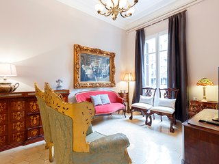 Classic 7 room apartment in the center