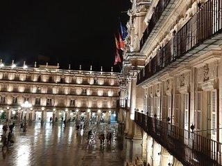 Piso en la misma Plaza Mayor de Salamanca. Disfruta de nuestros balcones VIP