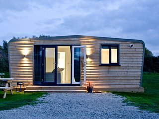Wheal Jewel, Wheal Dream - A homely two bed lodge with a wood fired hot tub