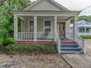 SUMMER SALE! Harriet House! Eclectic, Historic Downtown Cottage!