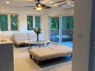 Luxurious 3 bdrm 3 Bath West Bay Beachfront Villa Paz